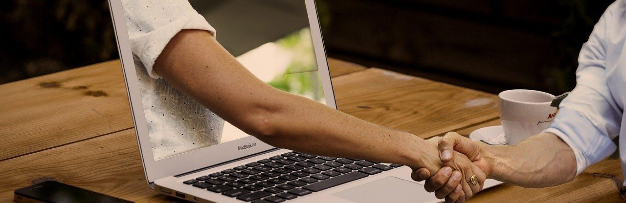 Laptop Handschütteln